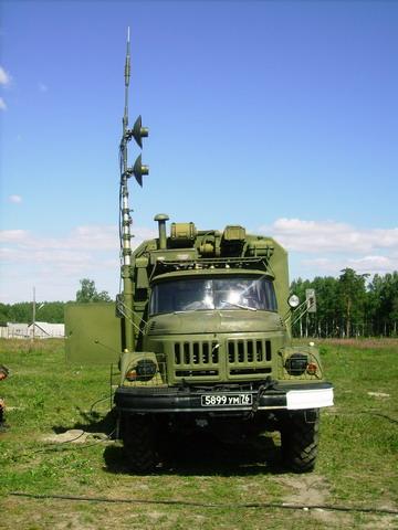 Командно-штабная машина (кшм) р-142 деймос предназначена для обеспечения управления войсками и организации радиосвязи в оперативно-тактическом звене управления по одному кв и трем укв каналам как в движении, так